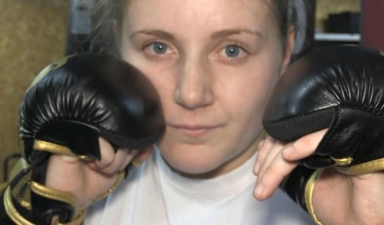 Eboueuse le matin, combattante l'après-midi: la Française qui vise un titre mondial en MMA