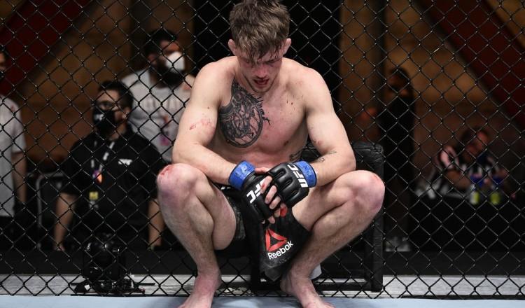 """""""Il mérite des louanges"""": Le combattant UFC qui a demandé neuf fois d'arrêter dédouane son coach"""