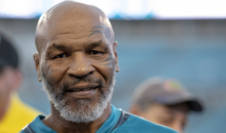 Mike Tyson (53 ans) toujours dans le coup (vidéo)