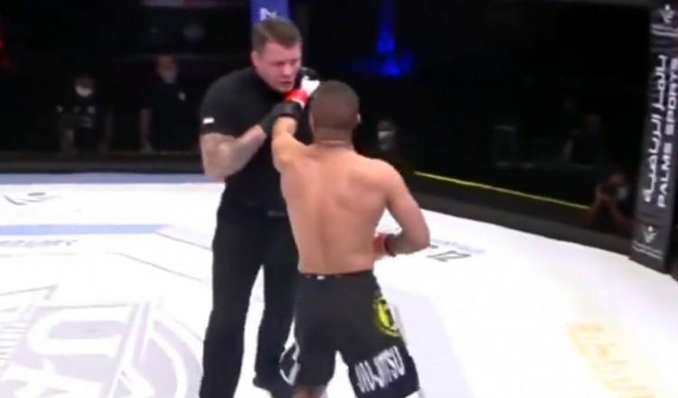 MMA: un combattant se chauffe avec un arbitre après un étranglement