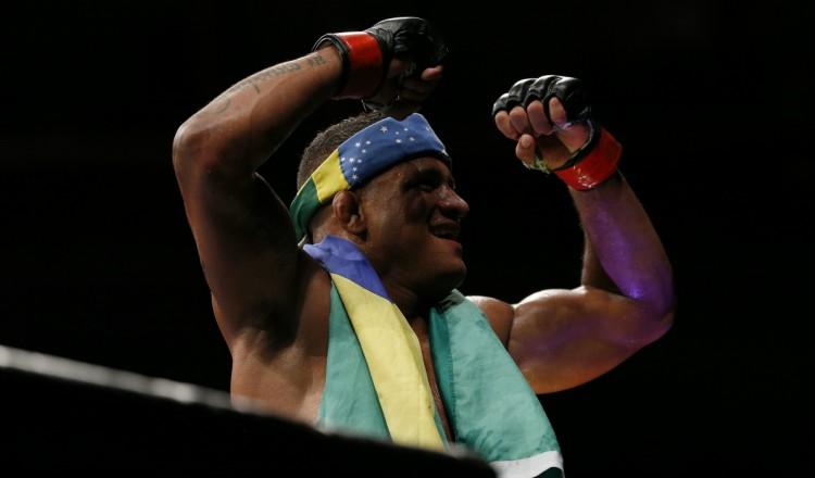 UFC: Burns impressionne pour le retour à Vegas et rêve d'affronter Usman