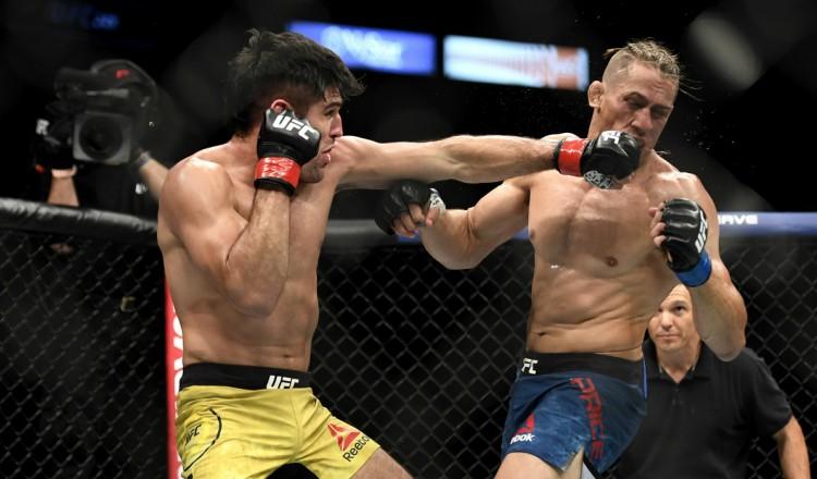 UFC: un combattant montre son visage défiguré